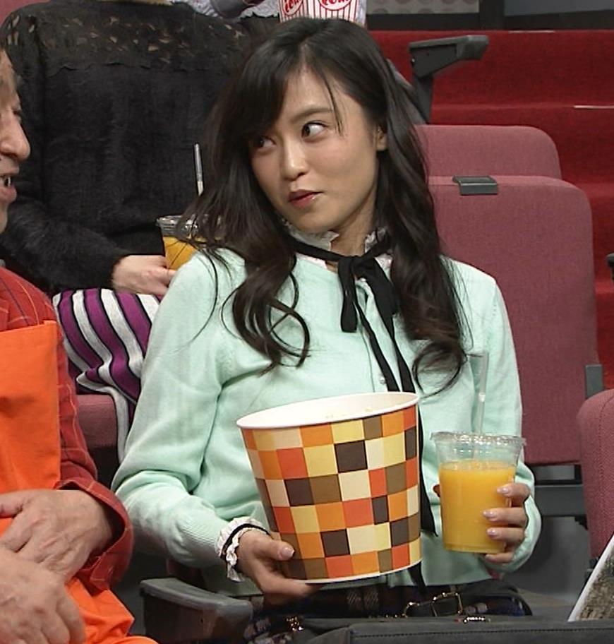 小島瑠璃子 胸元チラとかミニスカ脚とかキャプ・エロ画像16
