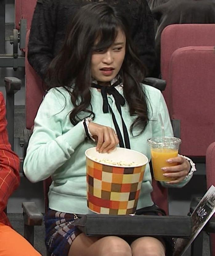 小島瑠璃子 胸元チラとかミニスカ脚とかキャプ・エロ画像17