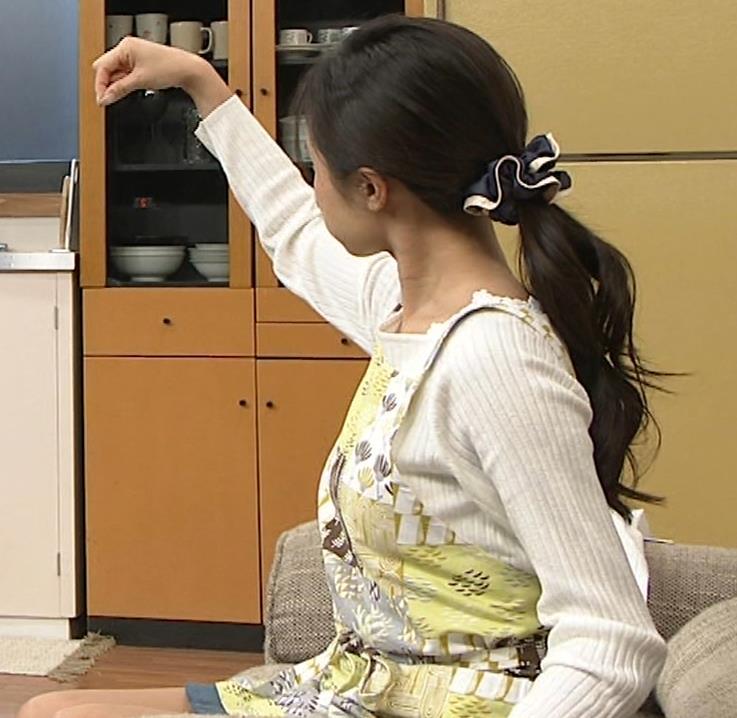 小島瑠璃子 胸元チラとかミニスカ脚とかキャプ・エロ画像4