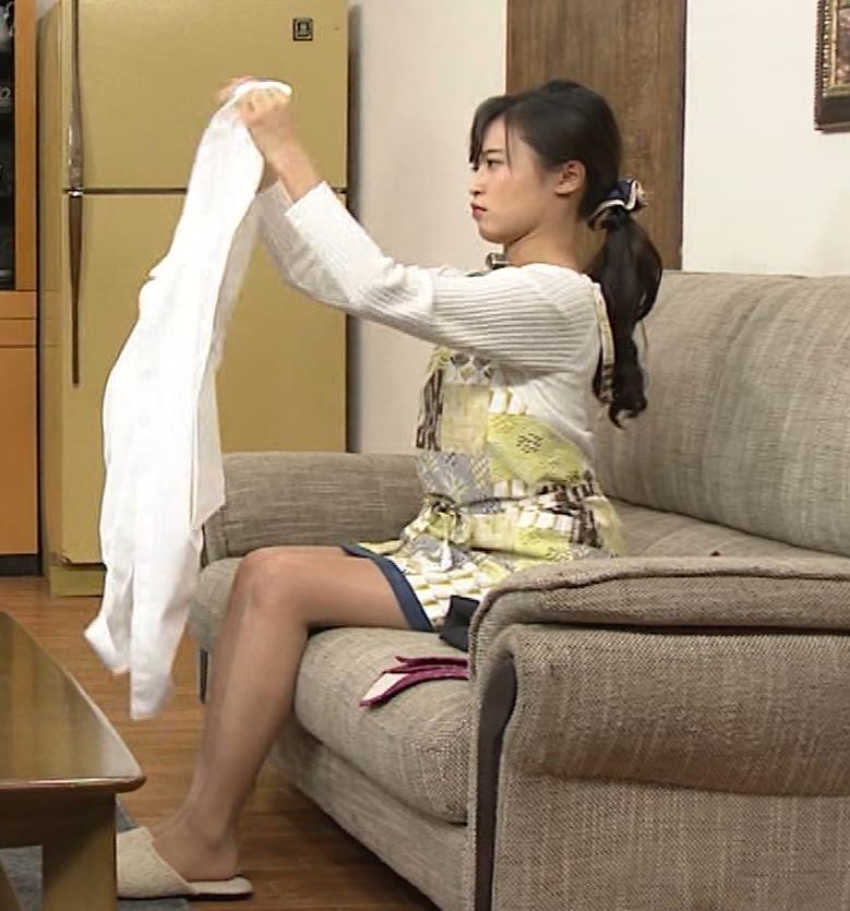 小島瑠璃子 胸元チラとかミニスカ脚とかキャプ・エロ画像6