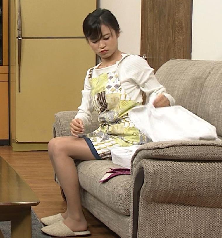 小島瑠璃子 胸元チラとかミニスカ脚とかキャプ・エロ画像7