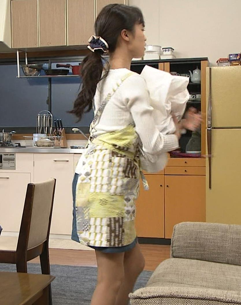 小島瑠璃子 胸元チラとかミニスカ脚とかキャプ・エロ画像9