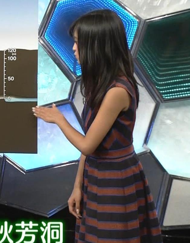 小島瑠璃子 ノースリーブ横乳キャプ・エロ画像2