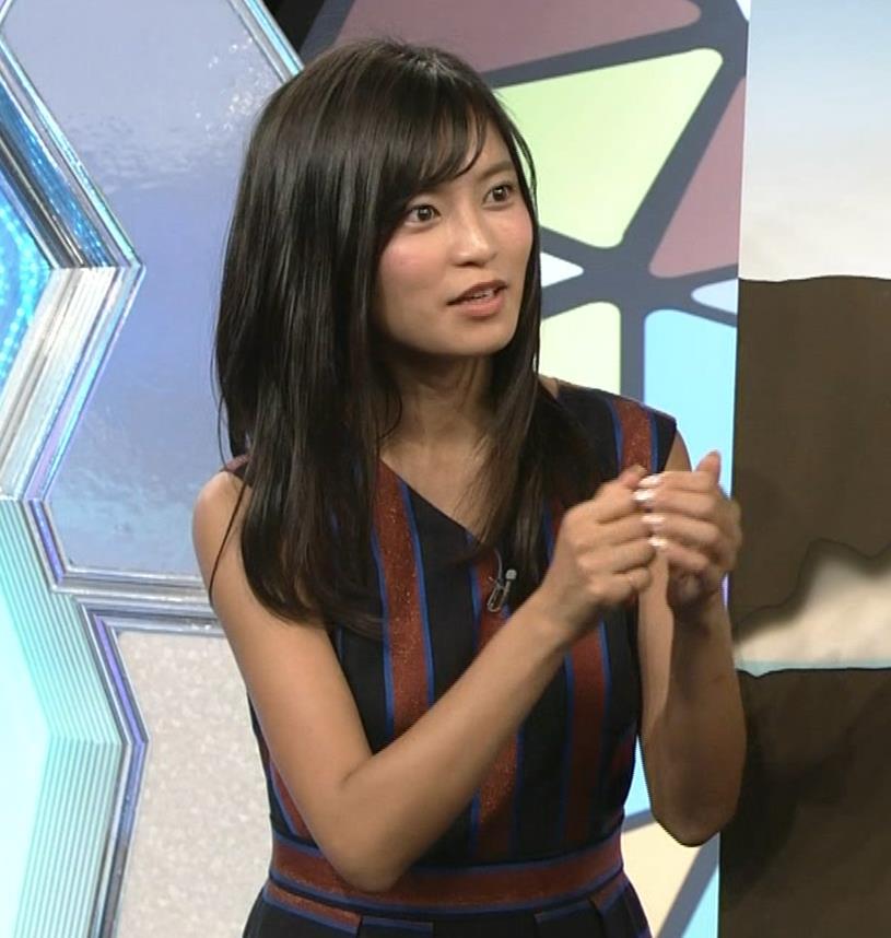 小島瑠璃子 ノースリーブ横乳キャプ・エロ画像12