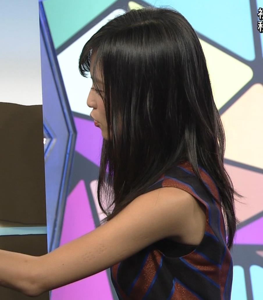 小島瑠璃子 ノースリーブ横乳キャプ・エロ画像4