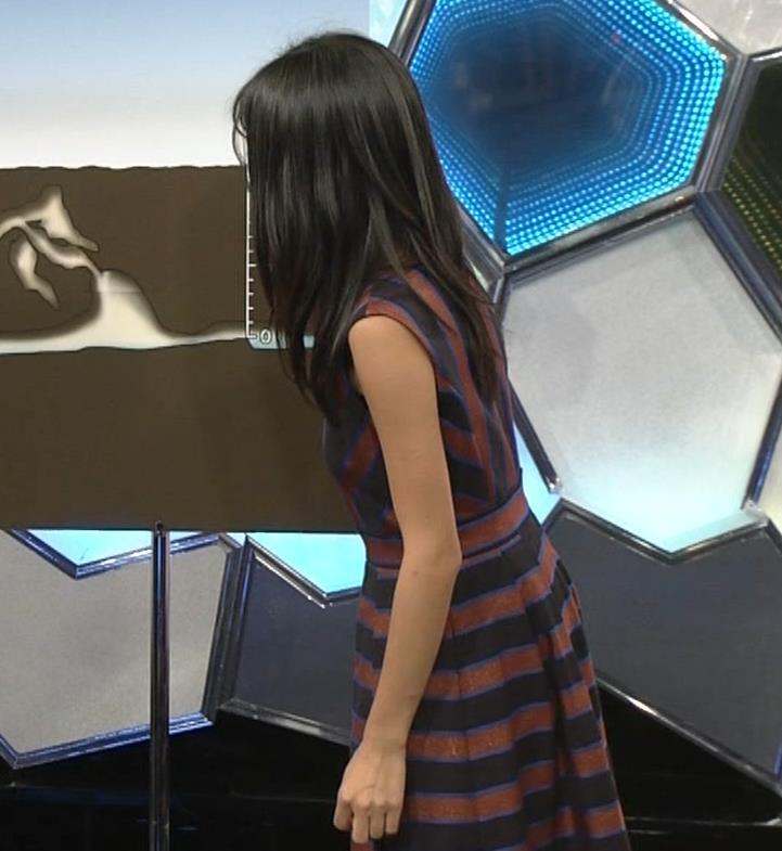 小島瑠璃子 ノースリーブ横乳キャプ・エロ画像5