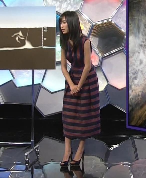 小島瑠璃子 ノースリーブ横乳キャプ・エロ画像6