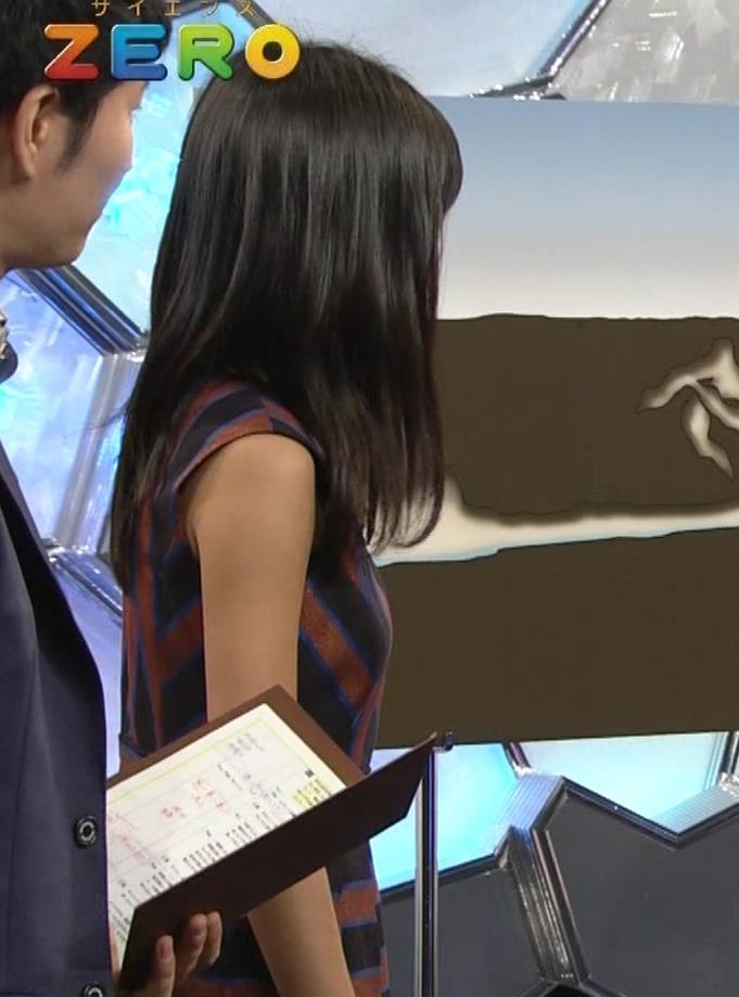 小島瑠璃子 ノースリーブ横乳キャプ・エロ画像8