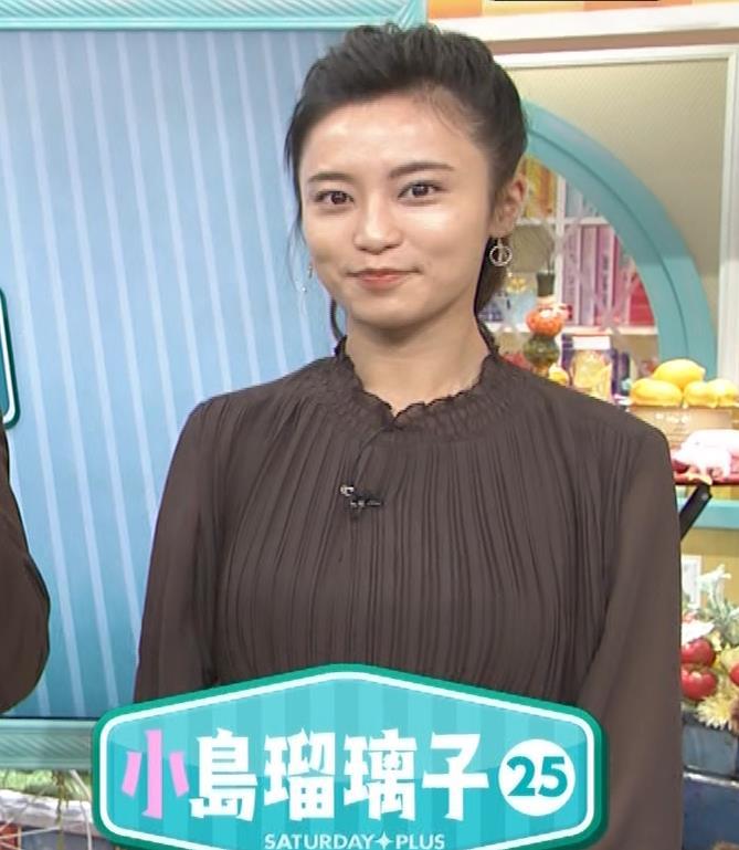 小島瑠璃子 乳を横からキャプ・エロ画像