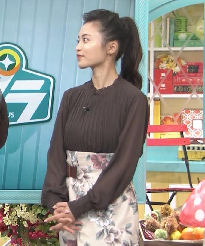 小島瑠璃子 乳を横からキャプ・エロ画像4