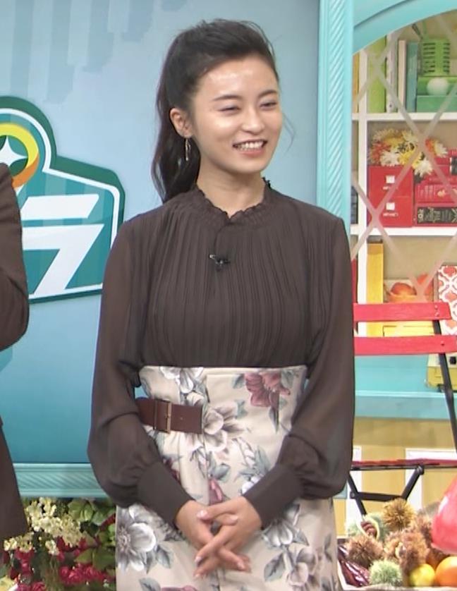 小島瑠璃子 乳を横からキャプ・エロ画像6
