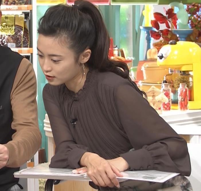 小島瑠璃子 乳を横からキャプ・エロ画像8