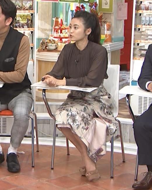 小島瑠璃子 乳を横からキャプ・エロ画像9