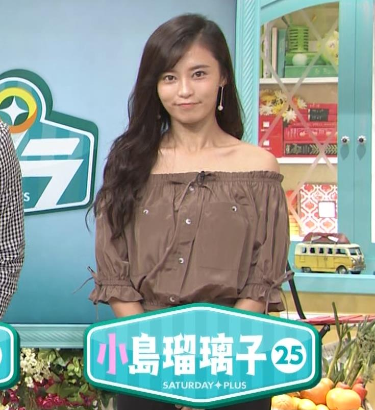 小島瑠璃子 肩出し衣装キャプ・エロ画像