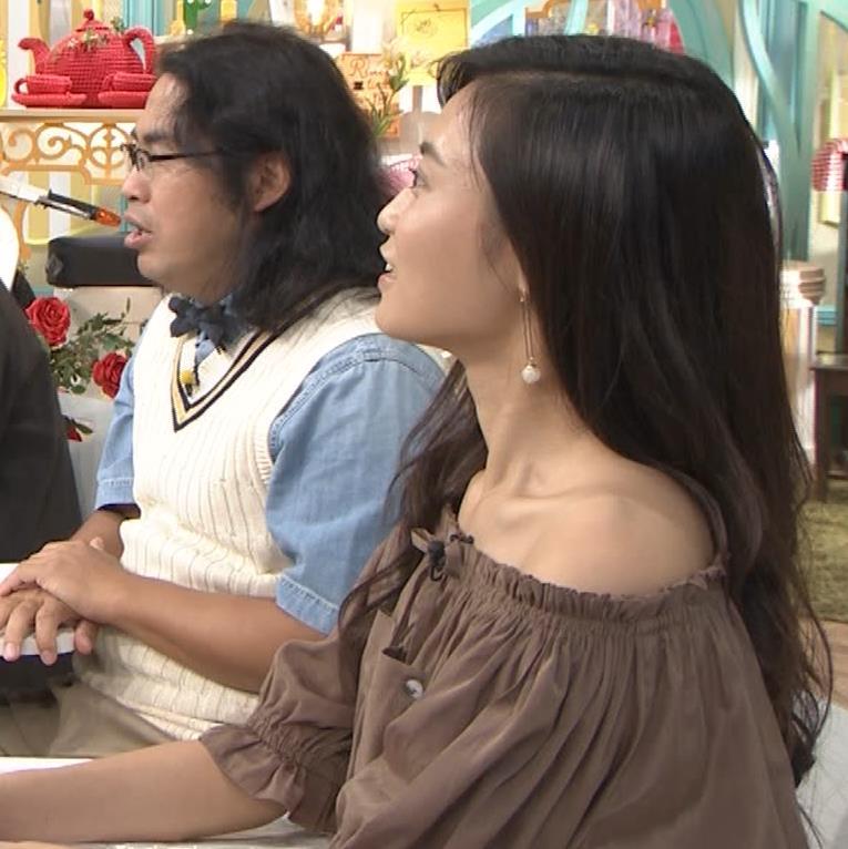 小島瑠璃子 肩出し衣装キャプ・エロ画像11