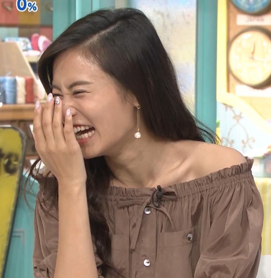 小島瑠璃子 肩出し衣装キャプ・エロ画像12