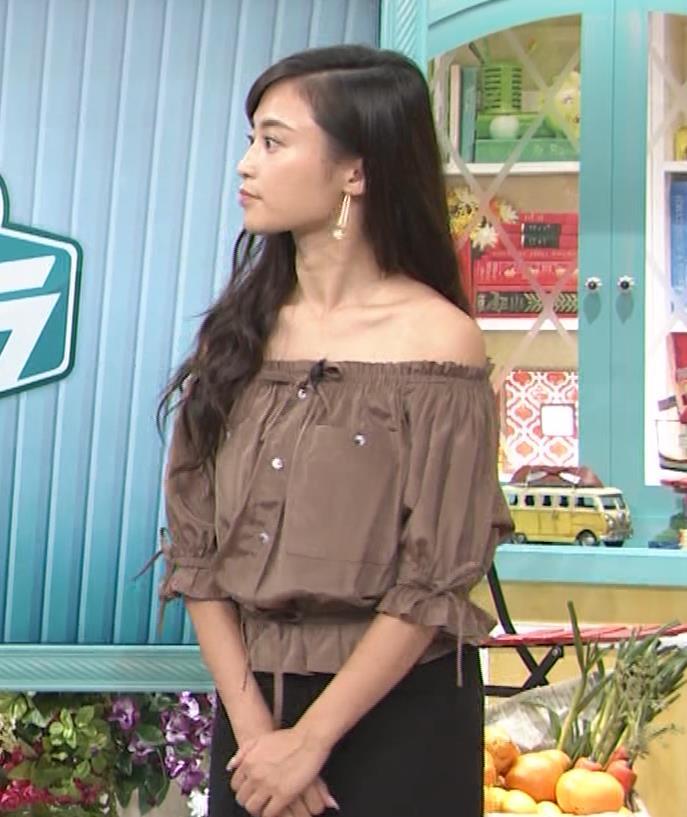 小島瑠璃子 肩出し衣装キャプ・エロ画像4