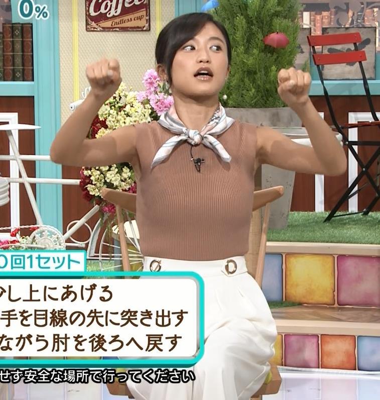 小島瑠璃子 裸に見えるような色のノースリーブで激しくおっぱいをアピールキャプ・エロ画像11