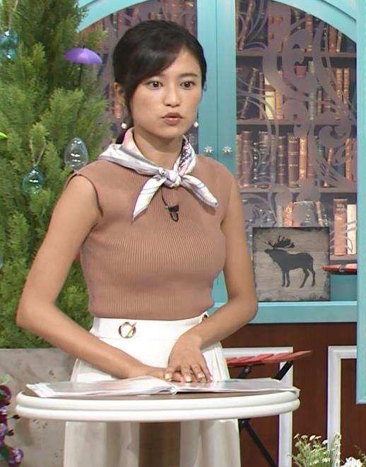 小島瑠璃子 裸に見えるような色のノースリーブで激しくおっぱいをアピールキャプ・エロ画像14