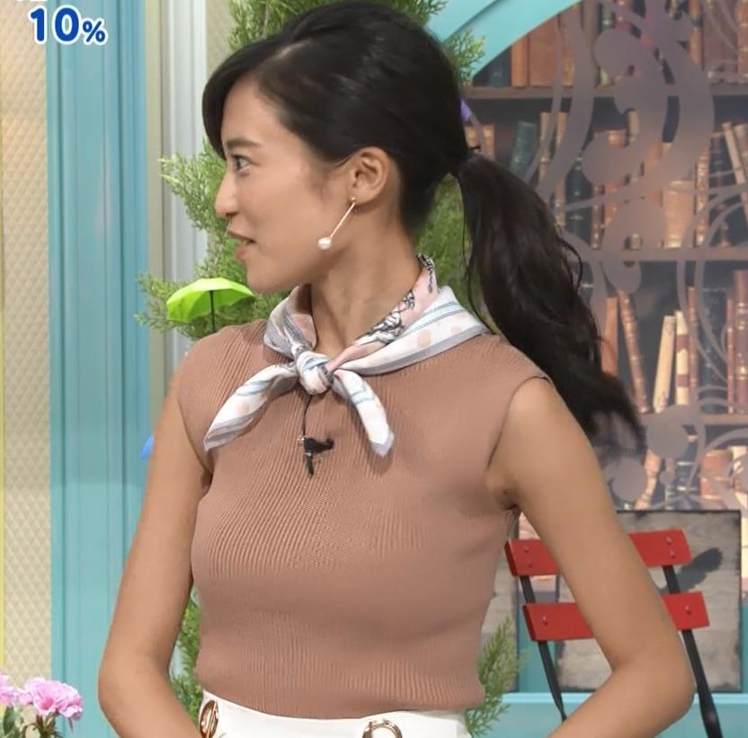 小島瑠璃子 裸に見えるような色のノースリーブで激しくおっぱいをアピールキャプ・エロ画像16