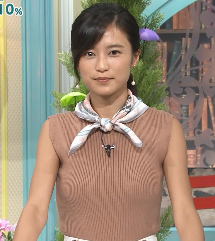 小島瑠璃子 裸に見えるような色のノースリーブで激しくおっぱいをアピールキャプ・エロ画像18