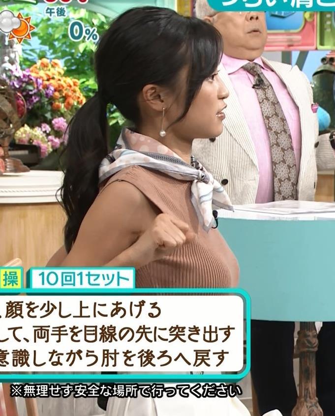 小島瑠璃子 裸に見えるような色のノースリーブで激しくおっぱいをアピールキャプ・エロ画像10