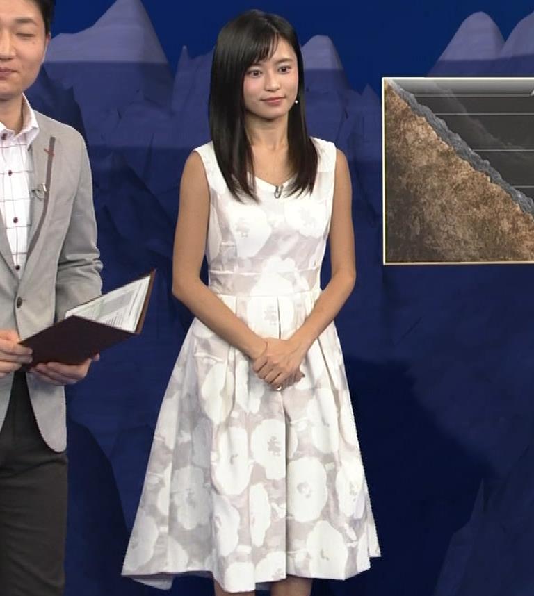 小島瑠璃子 ノースリーブの隙間からインナーがチラリキャプ・エロ画像7