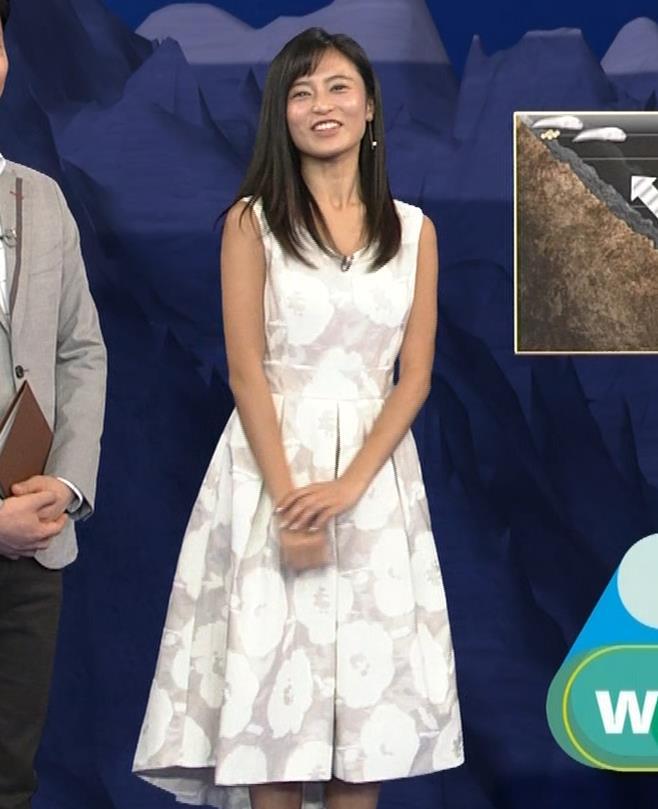 小島瑠璃子 ノースリーブの隙間からインナーがチラリキャプ・エロ画像10