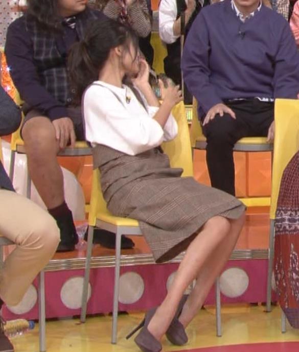 小島瑠璃子 着衣横乳キャプ・エロ画像3