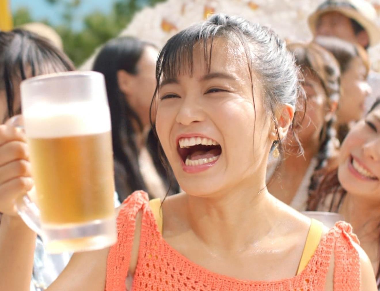 小島瑠璃子 ワキ見せエロCMキャプ・エロ画像13