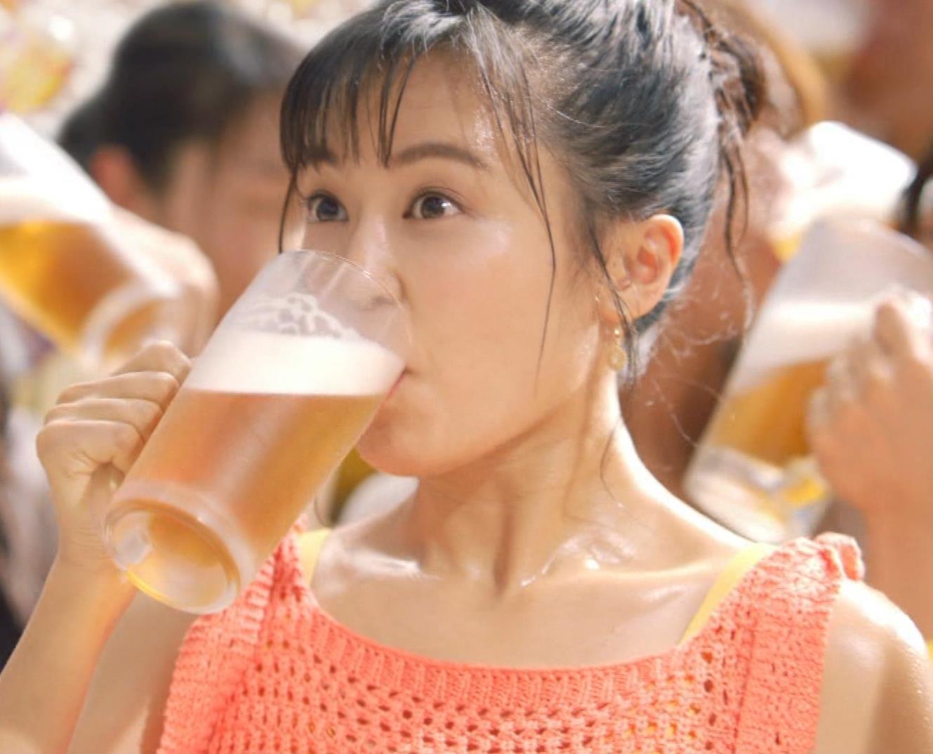 小島瑠璃子 ワキ見せエロCMキャプ・エロ画像8