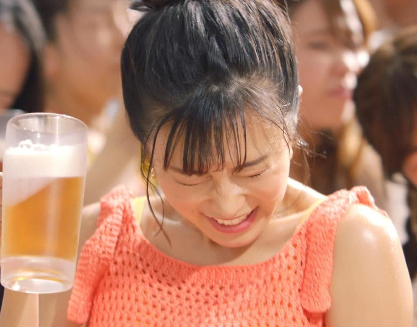 小島瑠璃子 ワキ見せエロCMキャプ・エロ画像9