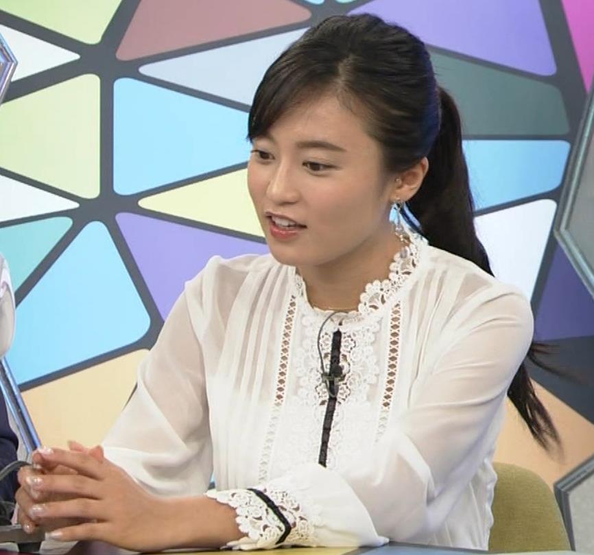 小島瑠璃子 お乳を机に乗せるキャプ・エロ画像