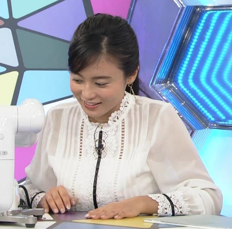 小島瑠璃子 お乳を机に乗せるキャプ・エロ画像2