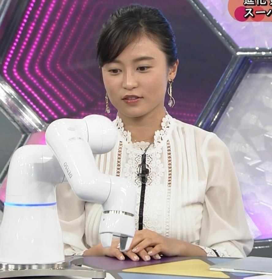 小島瑠璃子 お乳を机に乗せるキャプ・エロ画像5