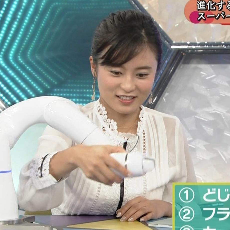 小島瑠璃子 お乳を机に乗せるキャプ・エロ画像6