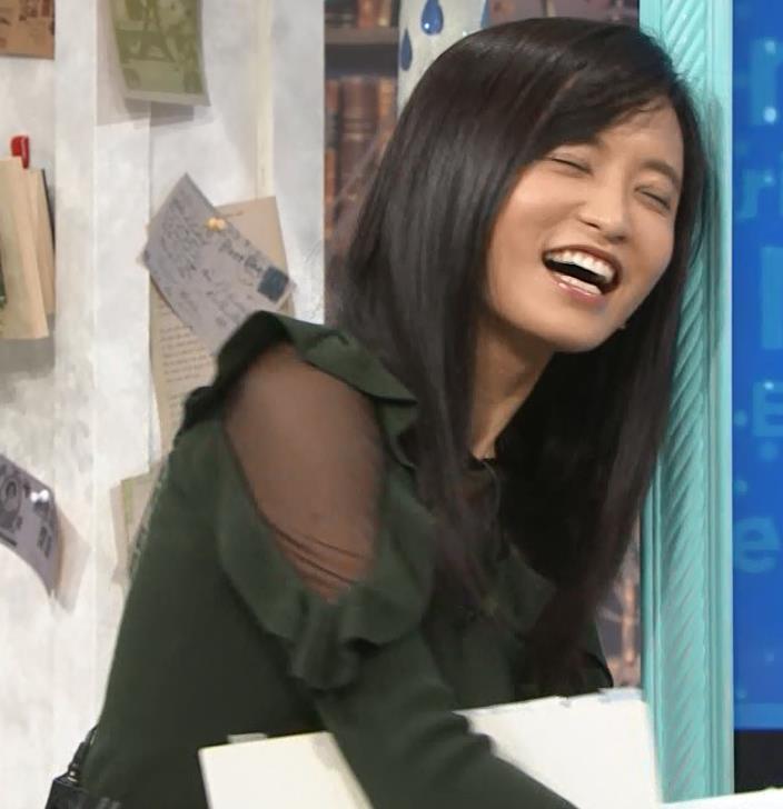 小島瑠璃子 横乳&腕透けキャプ・エロ画像