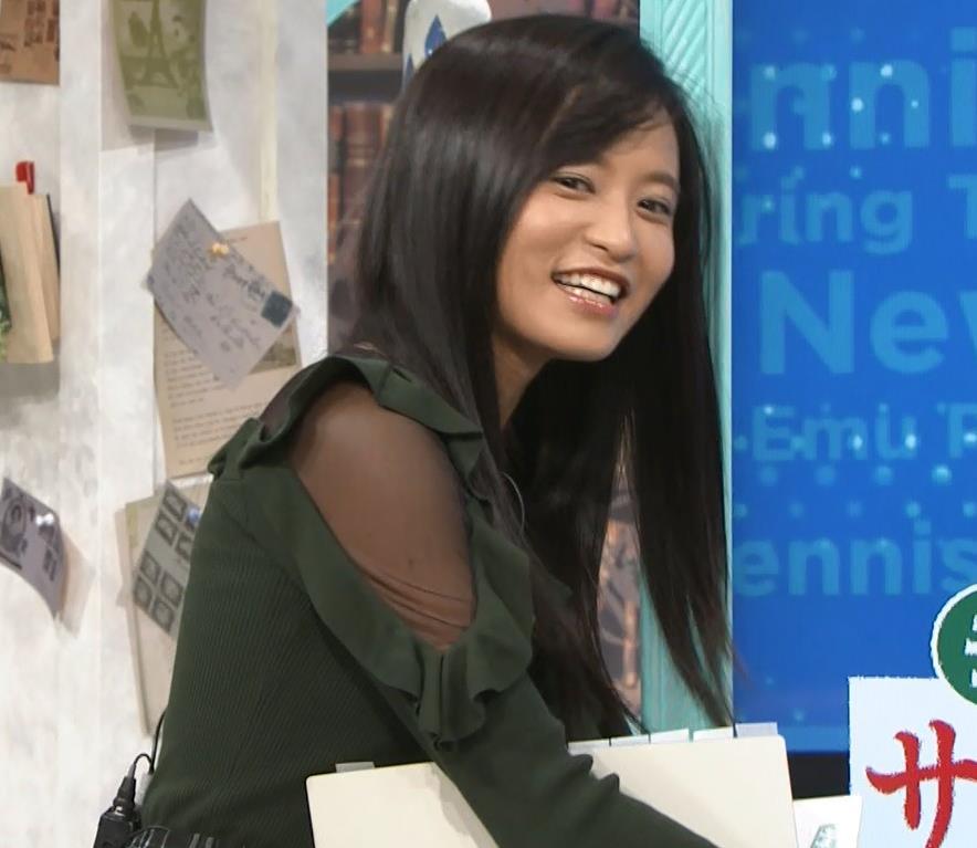 小島瑠璃子 横乳&腕透けキャプ・エロ画像2