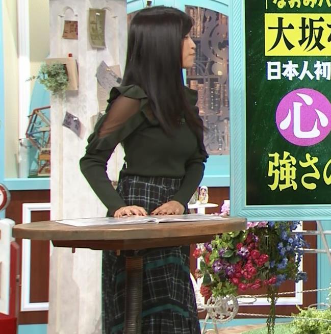 小島瑠璃子 横乳&腕透けキャプ・エロ画像3
