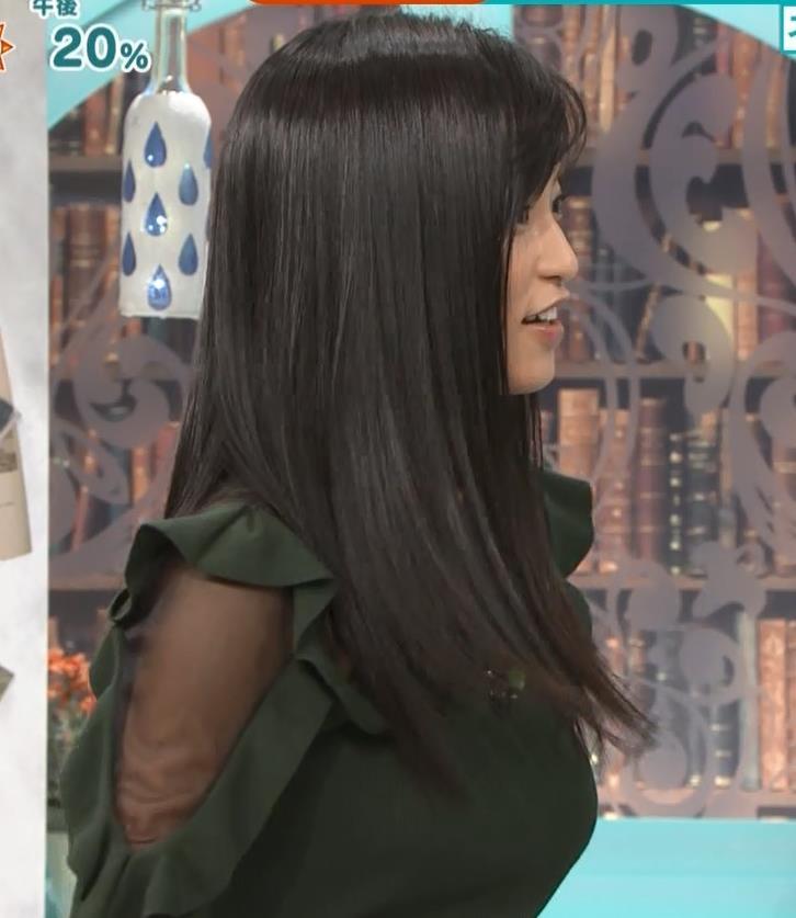 小島瑠璃子 横乳&腕透けキャプ・エロ画像7