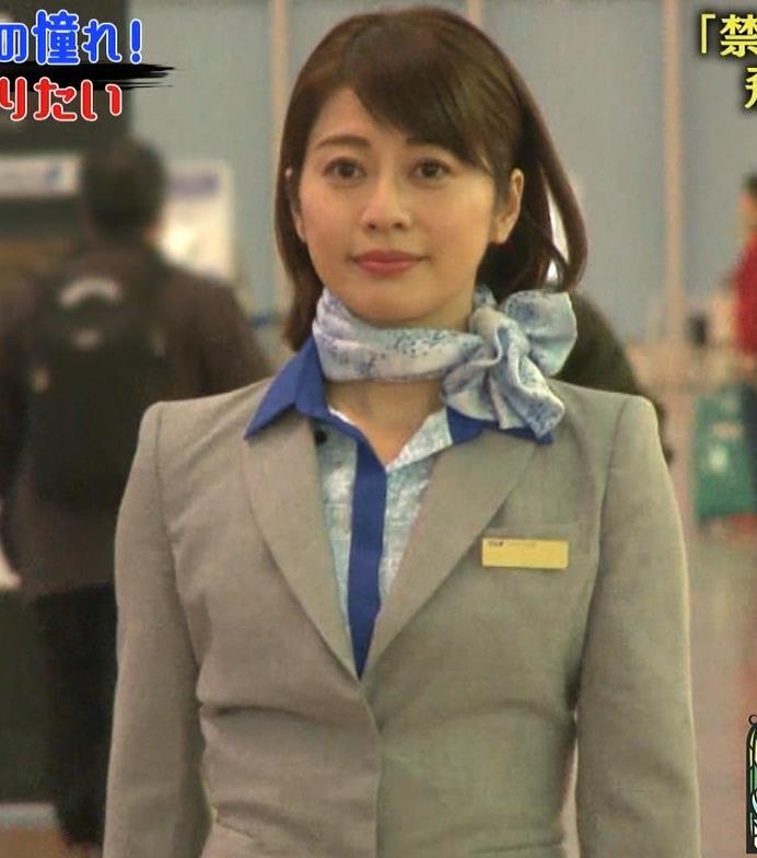 久保田直子アナ 各社CA制服試着。赤いのが特にエロいキャプ・エロ画像2