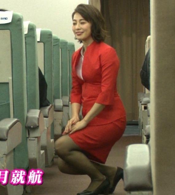 久保田直子アナ 各社CA制服試着。赤いのが特にエロいキャプ・エロ画像11