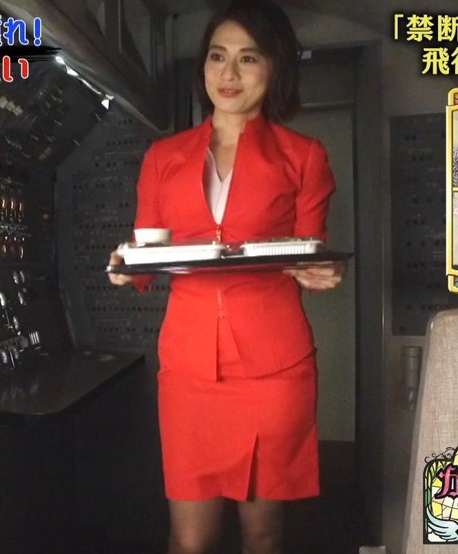 久保田直子アナ 各社CA制服試着。赤いのが特にエロいキャプ・エロ画像12