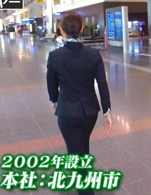 久保田直子アナ 各社CA制服試着。赤いのが特にエロいキャプ・エロ画像3
