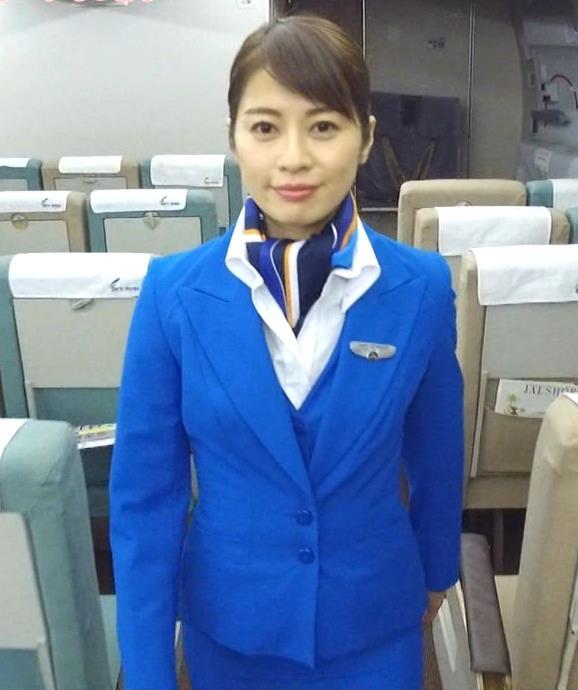 久保田直子アナ 各社CA制服試着。赤いのが特にエロいキャプ・エロ画像7
