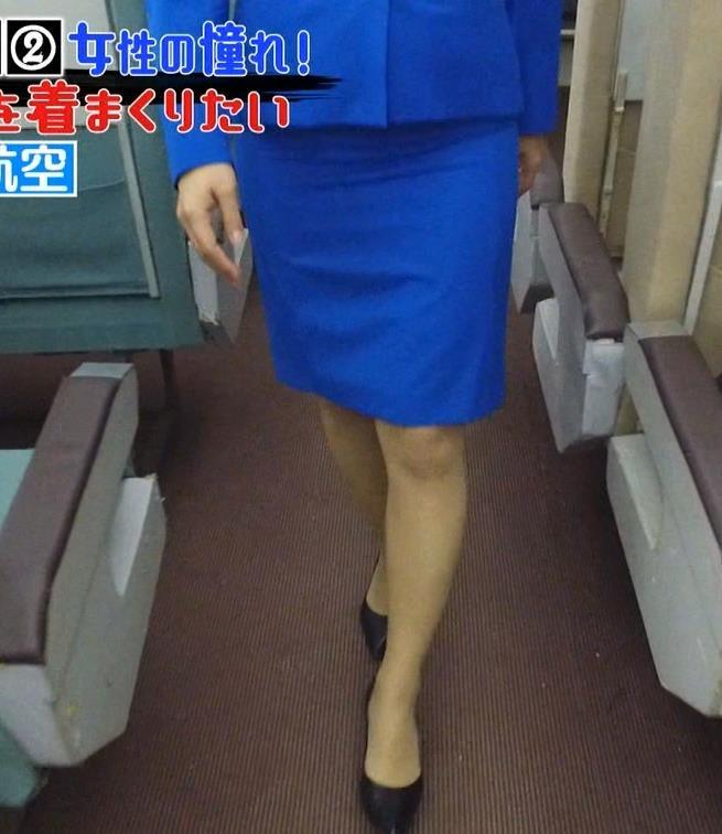 久保田直子アナ 各社CA制服試着。赤いのが特にエロいキャプ・エロ画像8