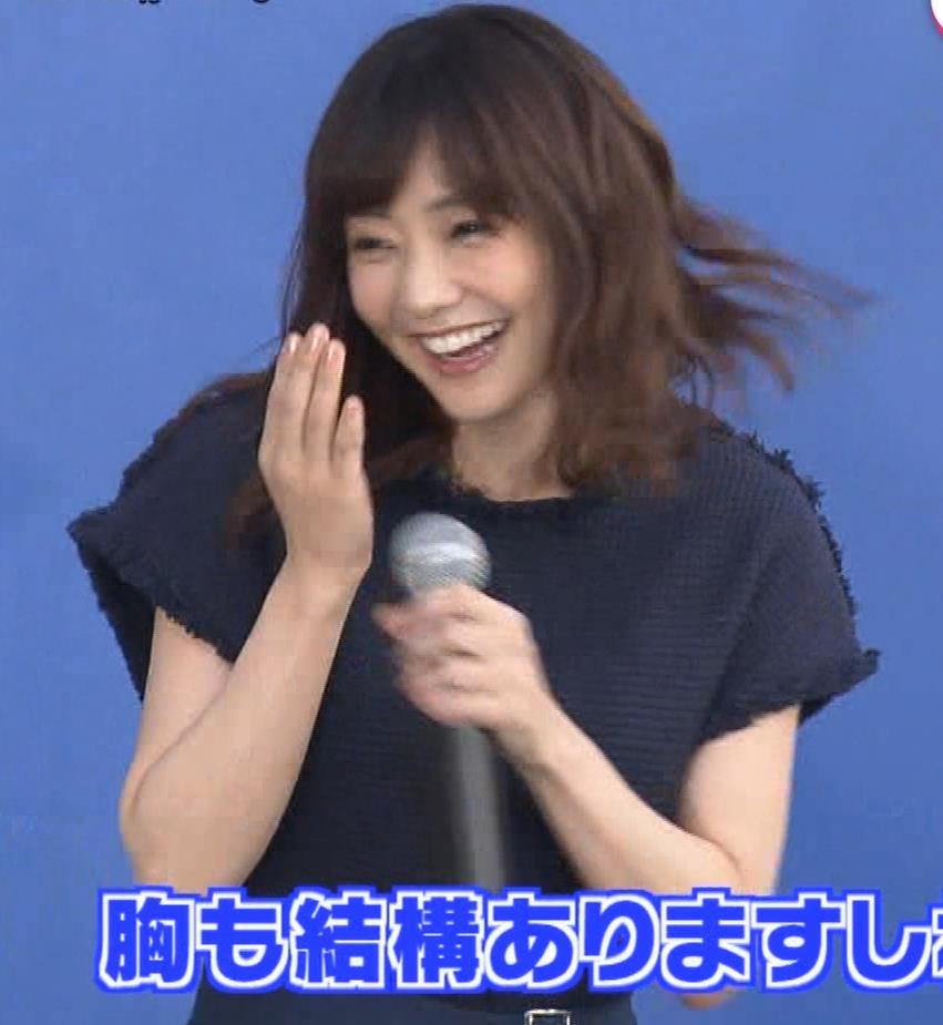 倉科カナ エロいスカートでイベントに出演キャプ・エロ画像12