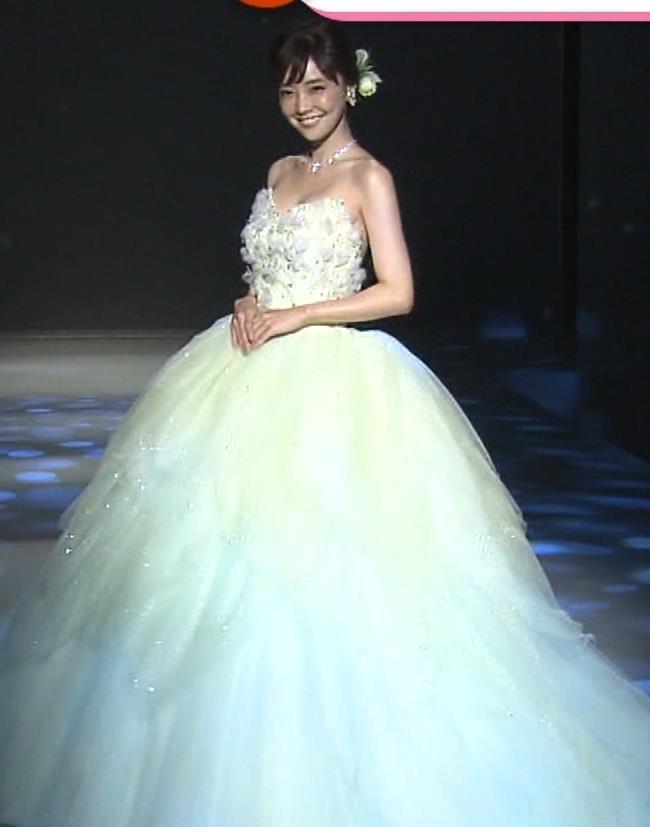 倉科カナ ウェディングドレスでおっぱいチラリキャプ・エロ画像8