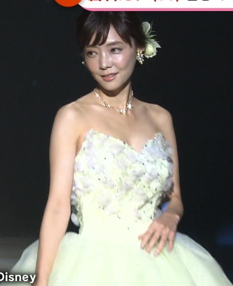 倉科カナ ウェディングドレスでおっぱいチラリキャプ・エロ画像10