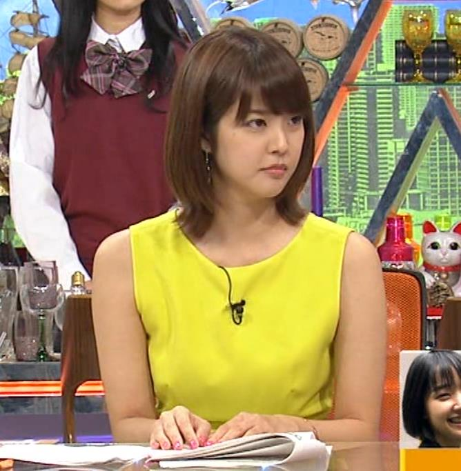 久代萌美アナ 健康的なノースリーブキャプ・エロ画像